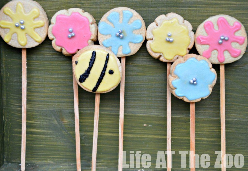flower cookie pops and bee